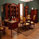 Румынская классическая мебель для кабинета в доме.